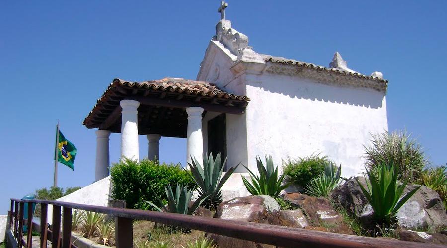 Cabo-Frio-Capela-Nossa-Senhora-da-Guia-Viaje-com-a-Mix